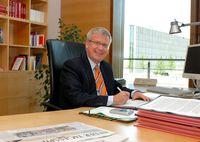 Fritz Rudolf Körper am Schreibtisch