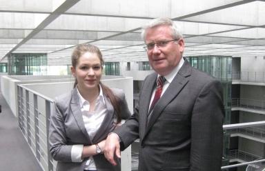 Christina Zimmermann und Fritz Rudolf Körper im Paul-Löbe-Haus.